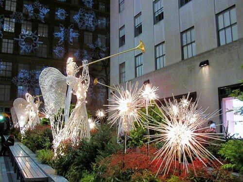 Зима в Нью-Йорке, трубящие ангелы Нью-йорка в Рокфеллер центре
