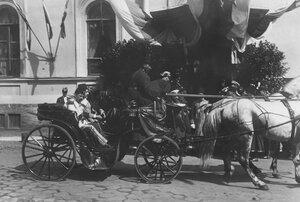 Приезд персидских генералов в экипаже, сопровождающих персидского шаха Мозафара-эд-дина, на Николаевский вокзал для отбытия из Петербурга.