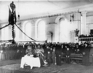 Молебен в выставочном зале перед открытием выставки. 1910 г.