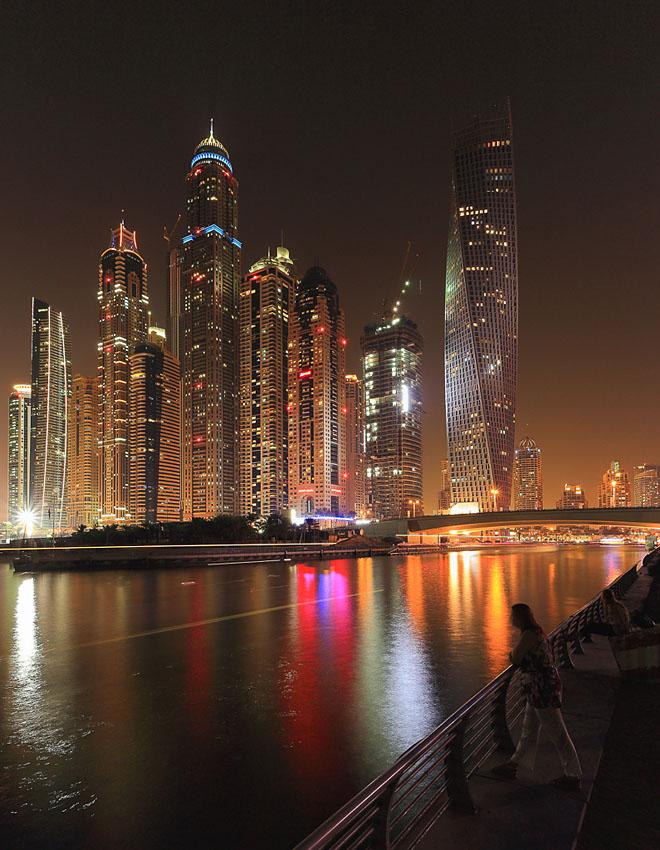 2. Пример ночной фотографии, снятой на Canon EOS 6D. Самый высокий в мире жилой дом - небоскреб Cayan Tower