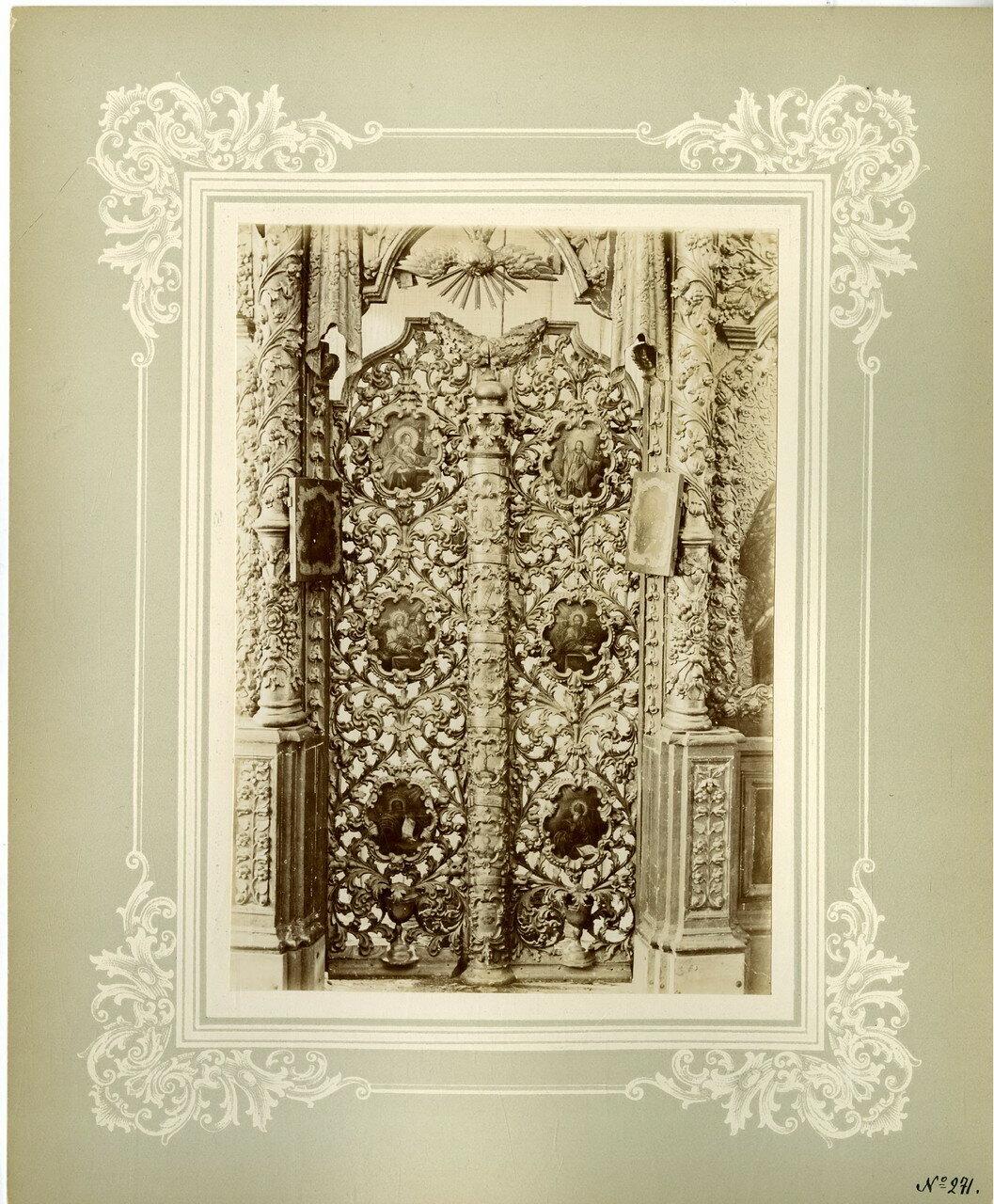 24. Царские врата в иконостасе Покровской церкви