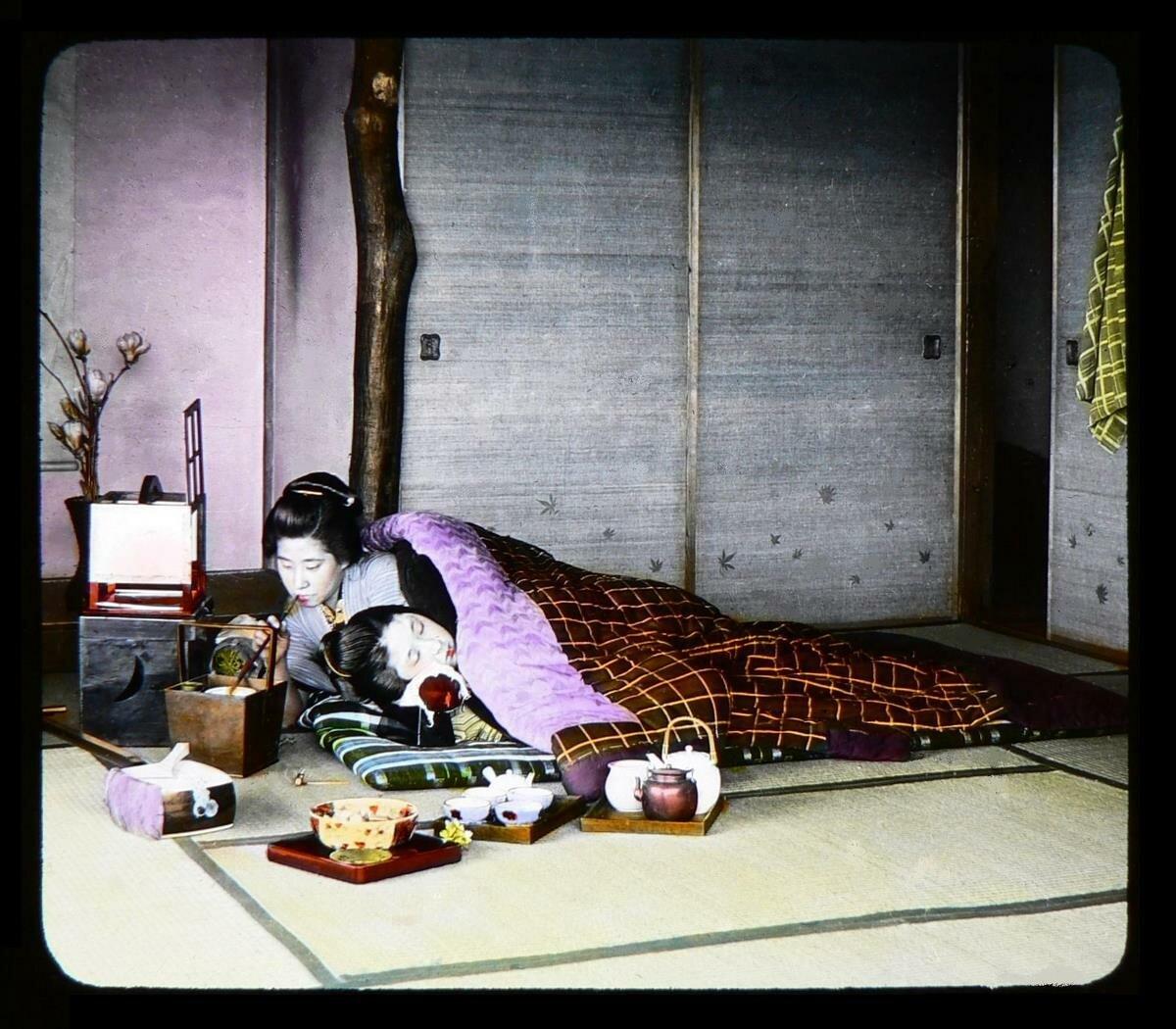 Две гейши в постели