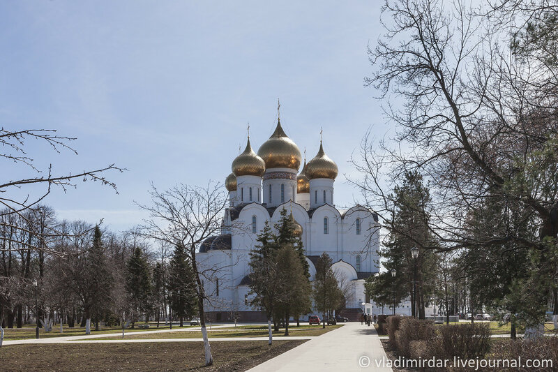 Успенский Кафедральный Собор, Которосльная набережная 2-1.