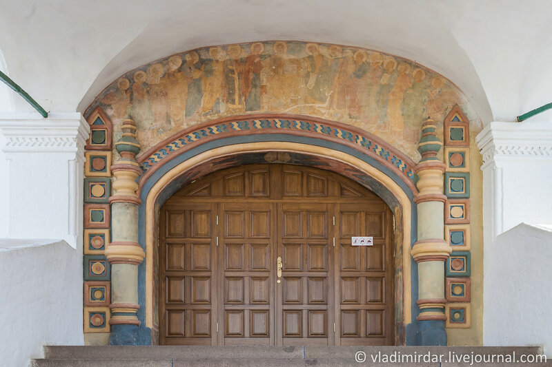 Парадное крыльцо в северную галерею Троицкого собора. Ипатьевский монастырь. Кострома.