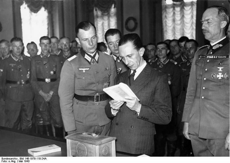 Геббельс, немецкие офицеры
