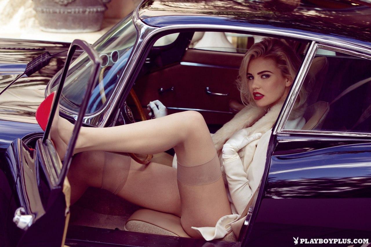 Шикарная Kayslee Collins в антикварном Jaguar