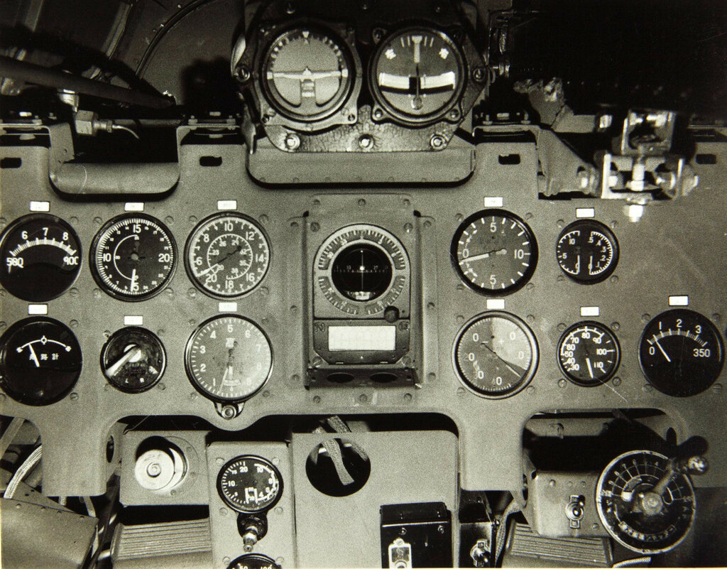The instrument panel of a Mitsubishi A6M fighter.jpg