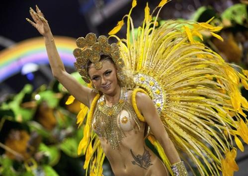 Танцовщица школы самбы «Академикос  де Татуапе»