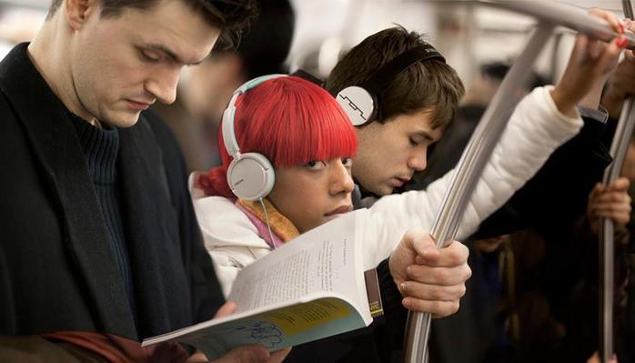 Фотопроект «Последняя книга», или Какие книги читают пассажиры нью-йоркского метро фотографии