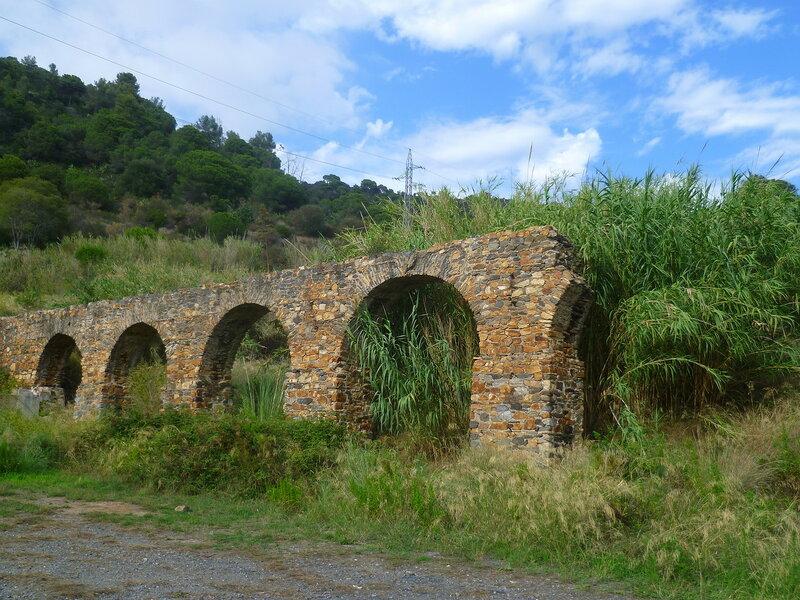 Испания, окрестности Пинеда де Мар - акведук (Spain, near Pineda de Mar)