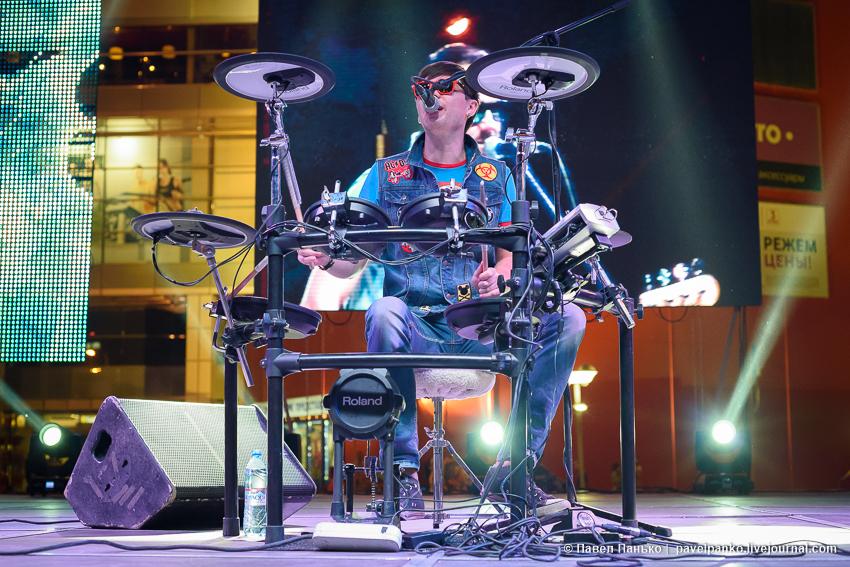 выступление группы Staffles барабанщик ударные