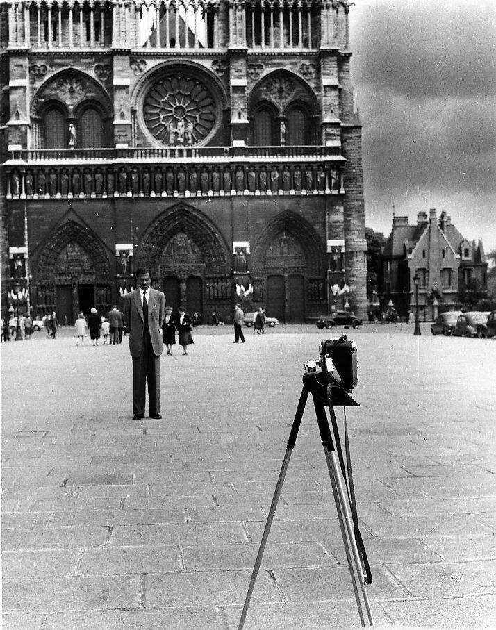 1956. Автопортрет у Нотр-Дам