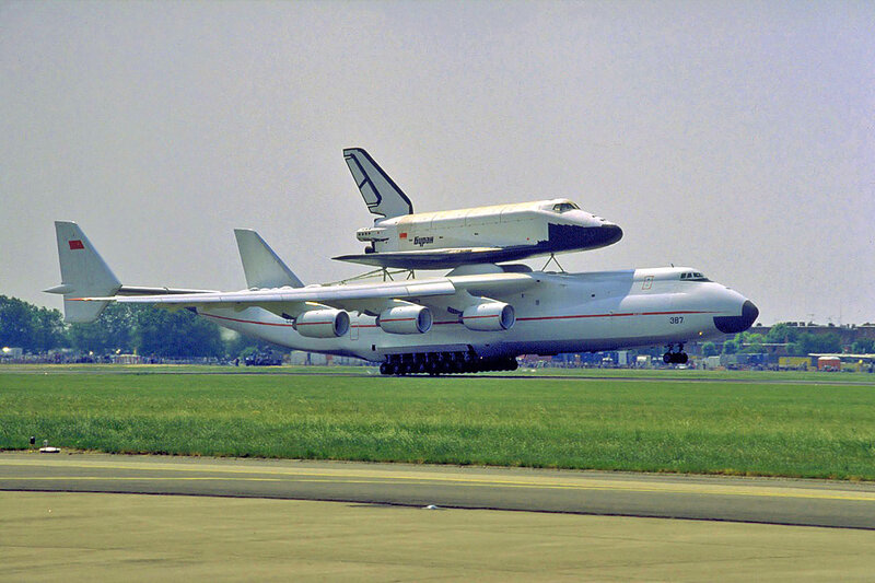 Mriya lifts the Buran, Le Bourget 1989.jpg