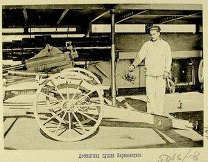 Матрос у десантной пушки Барановского-боевого орудия одного из крейсеров эскадры