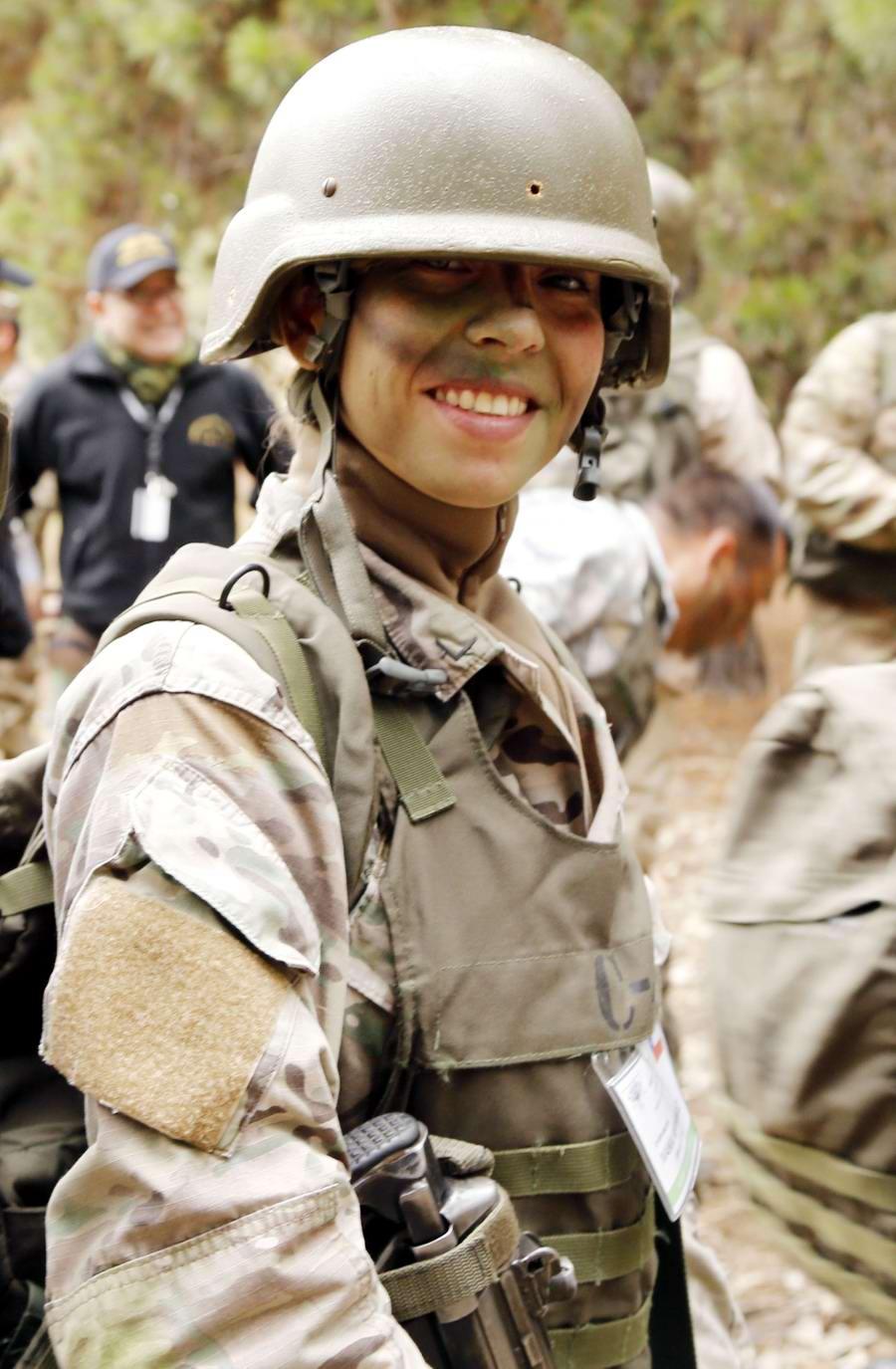 Очень грозная сила: Девушки в армейской униформе (8)