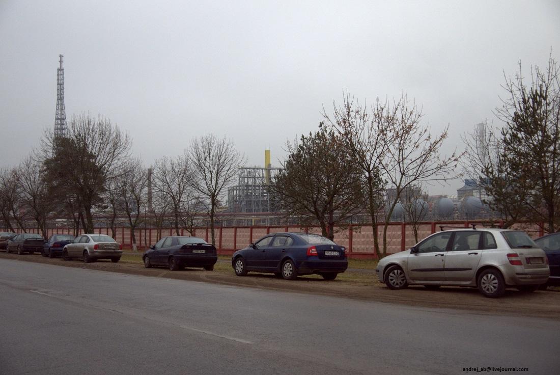 Вид на завод Полимир.