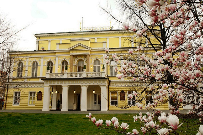 дворец Жофин на Славянском острове в Праге.
