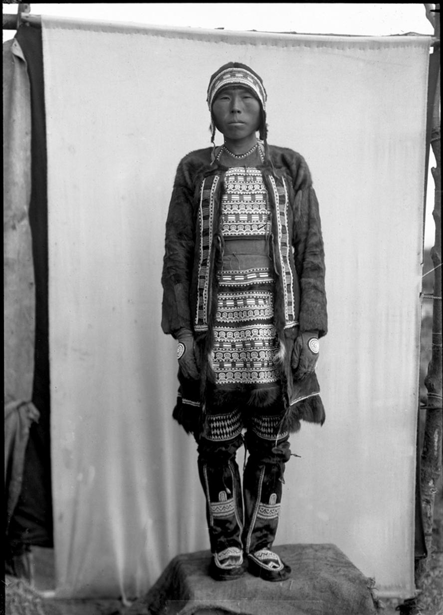 Тунгус в расшитой бисером одежде, 1901