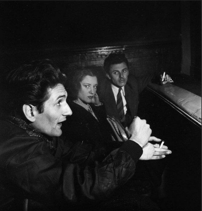 1947. Анри Пишет на репетиции в парижском Театре полуночников