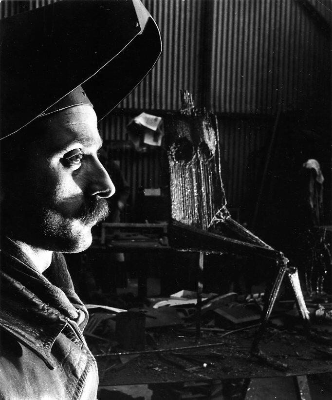 1955. Сезар Бальдаччини в маске сварщика