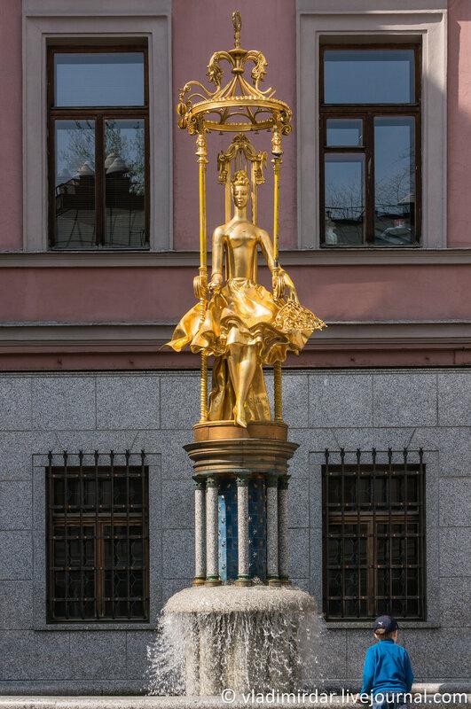 Памятник-фонтан «Принцесса Турандот». Фокусное 55 мм.