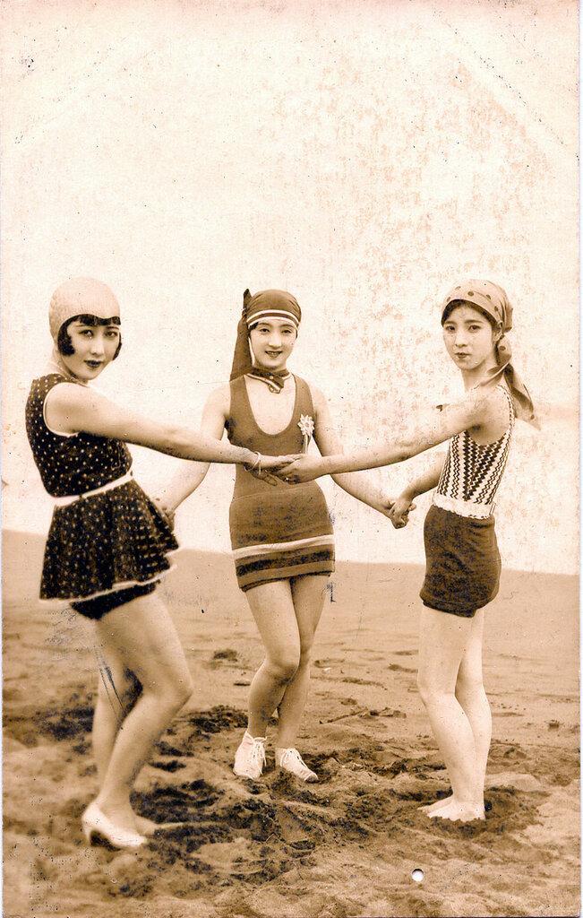 Japanese swimsuit fashion - Japan - c.1920.jpg