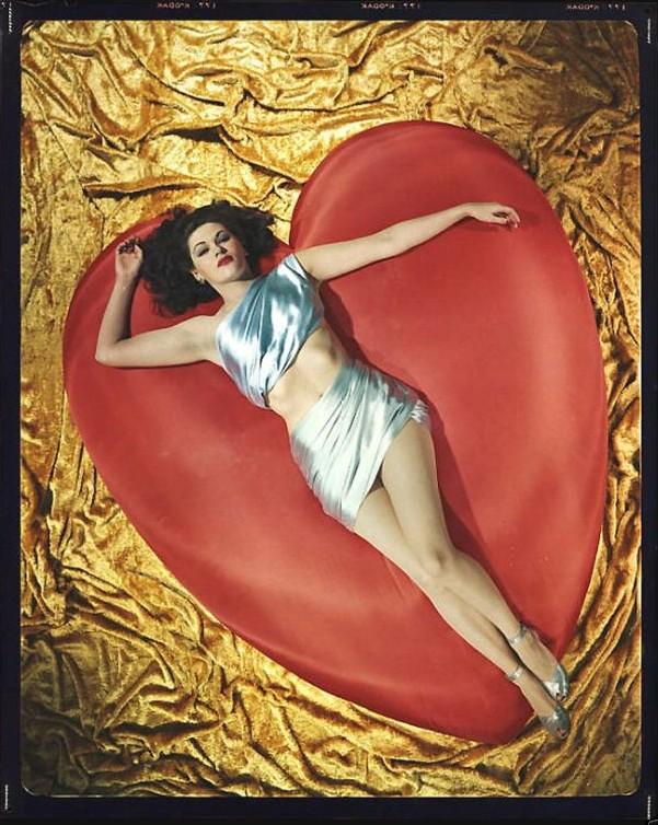 Yvonne De Carlo 1940's.jpg