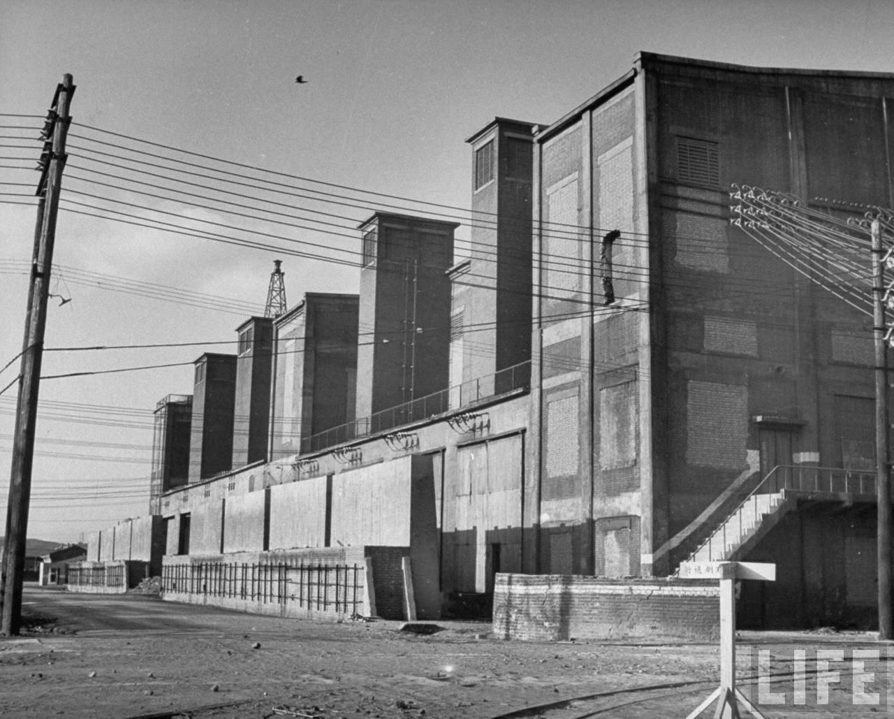 Демонтированный алюминиевый завод в Фушуне. 1946