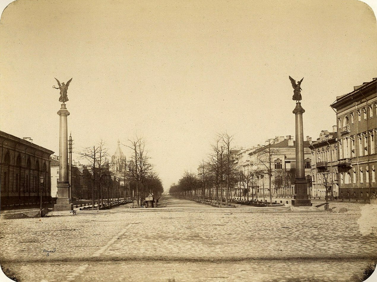 1860-е.  Колонны славы на Конногвардейском бульваре