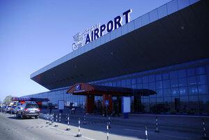 В аэропорту Кишинева задержали трех российских военных
