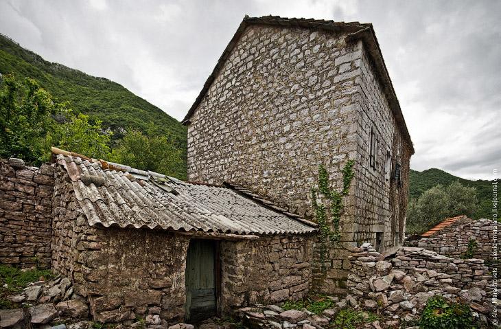 Misticheskie-mesta-chernogorii-zabroshennaya-derevnya-gornja-lastva-31-foto