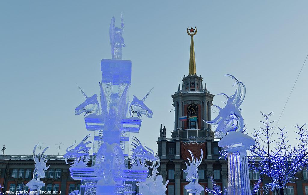 Фото 12. Такую же картинку мы с женой видели в 00:00 часов с 31 декабря 2014 на 1 января 2015. Ледяной городок в Екатеринбурге