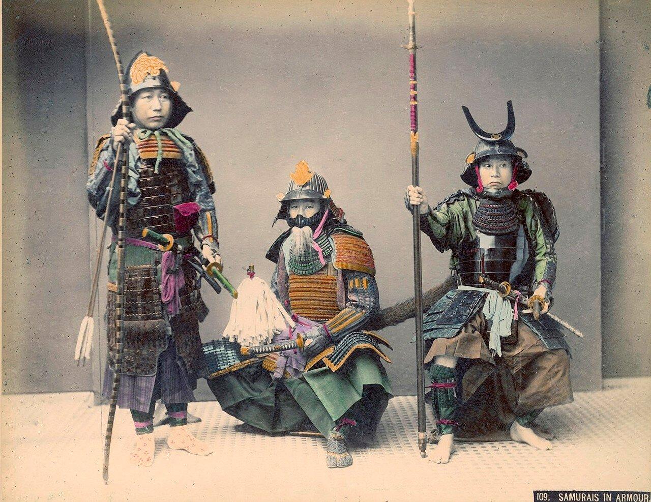 Самураи в полном облачении