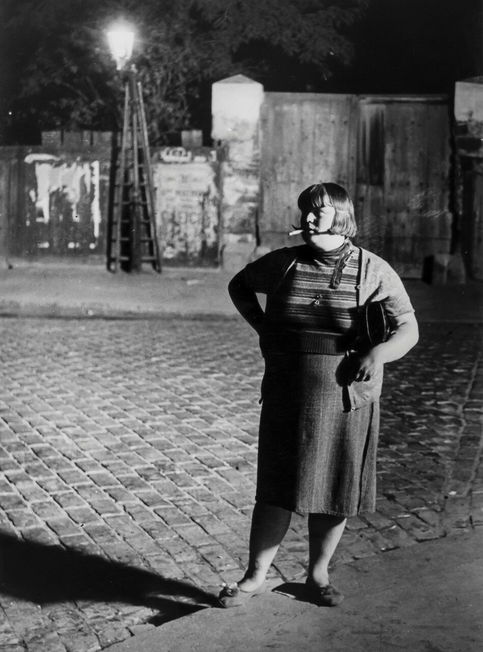1932. Проститутка возле площади Италия (лицом)