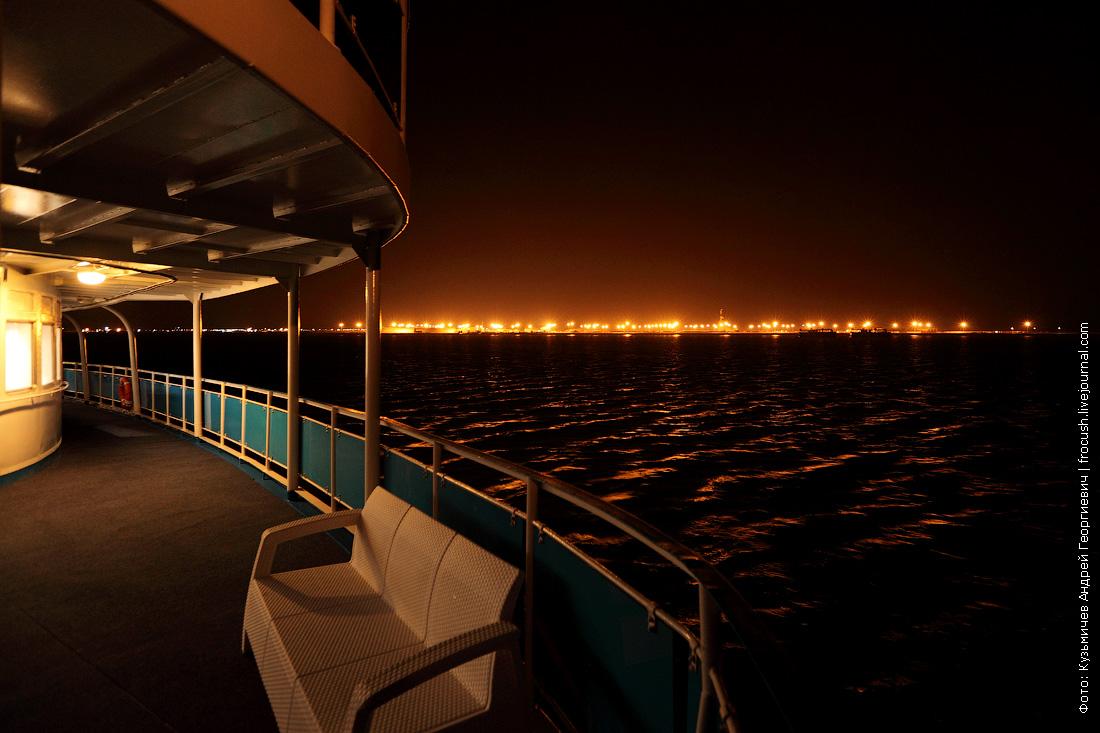 вечернее фото теплоход Русь Великая на рейде в Тюб-Караганском заливе