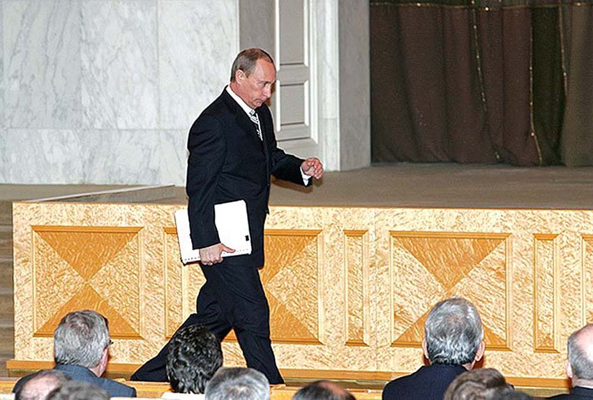 Владимир Путин в Мраморном зале Кремля перед оглашением Послания в 2007 году