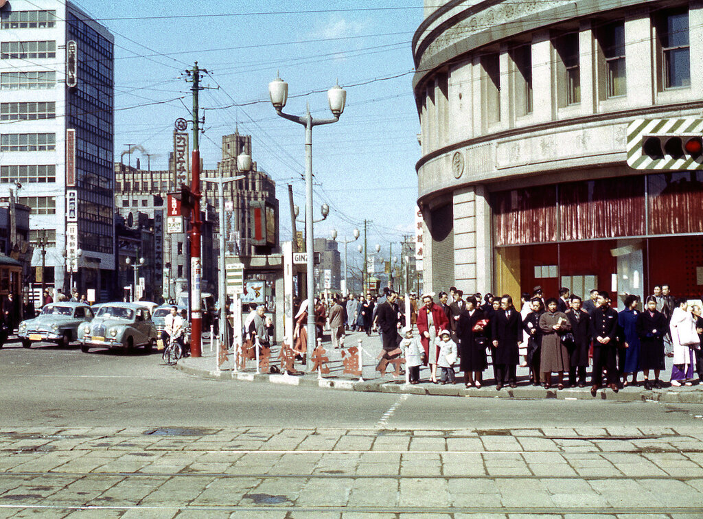 1955 Ginza Tokyo.jpg