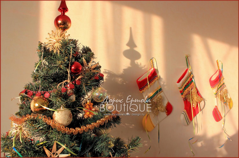 елка, новый год, рождественский сапожок, декор, шарики, праздник, красный, золотой