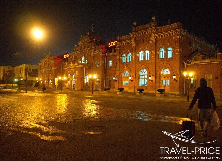 железнодорожный вокзал в Казани ночью