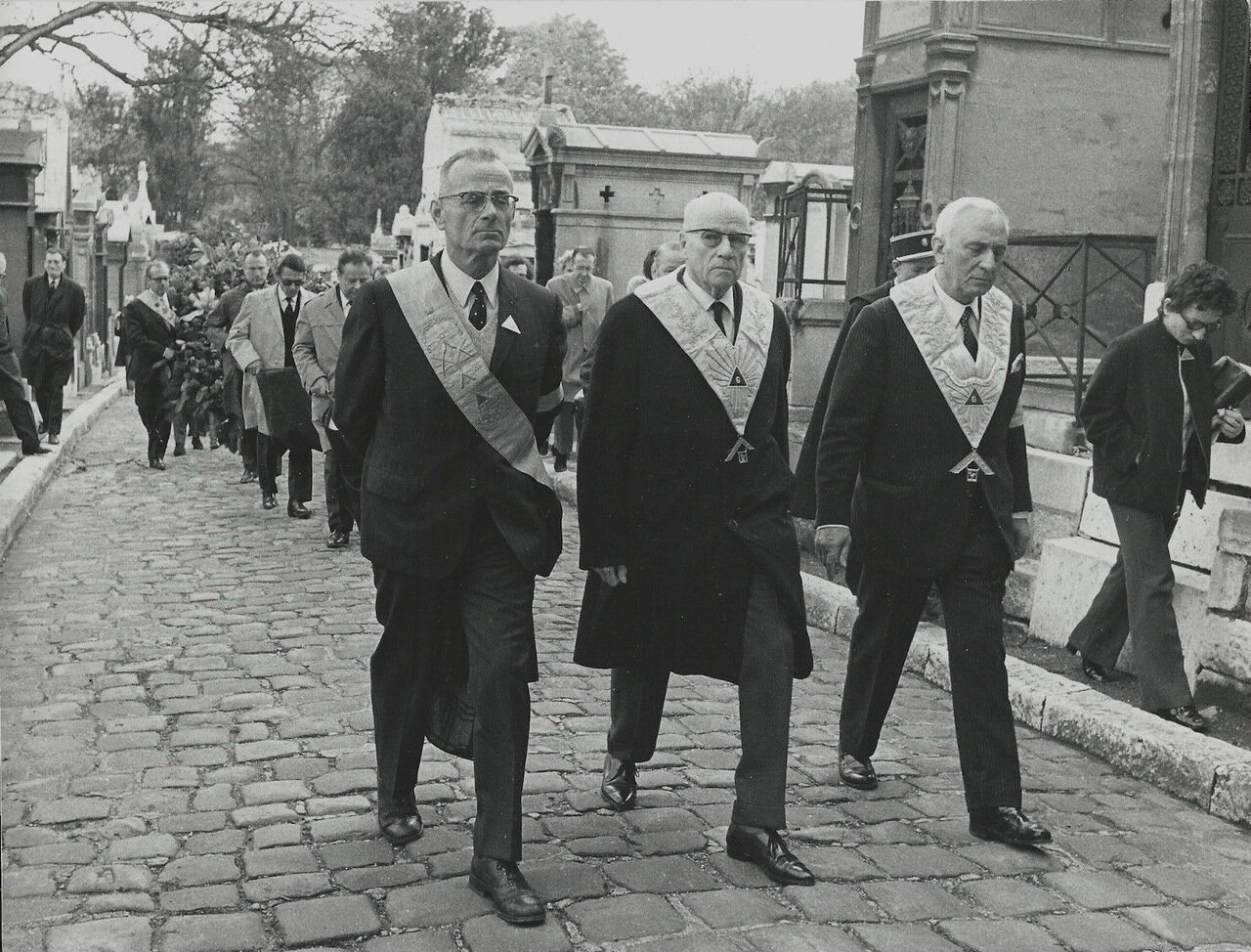 Шествие масонов на кладбище Пер-Лашез.  1969—1971