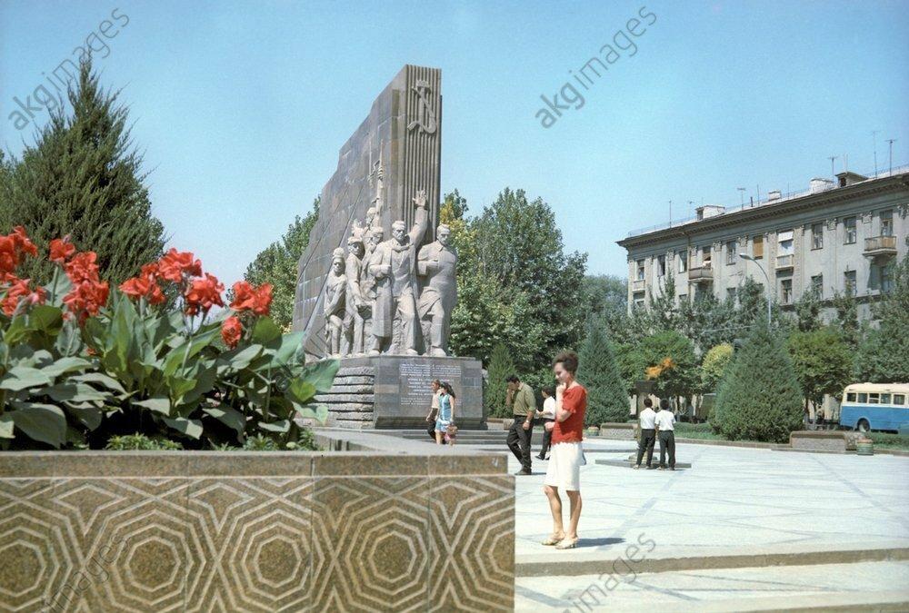Monument to 14 Turkmen commissars