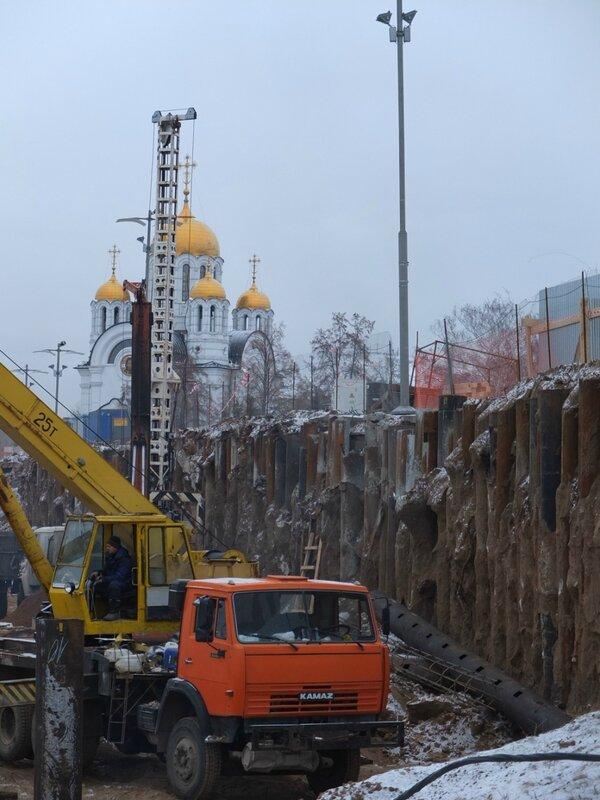 Ремонт монумента и Елка на площади 150.JPG