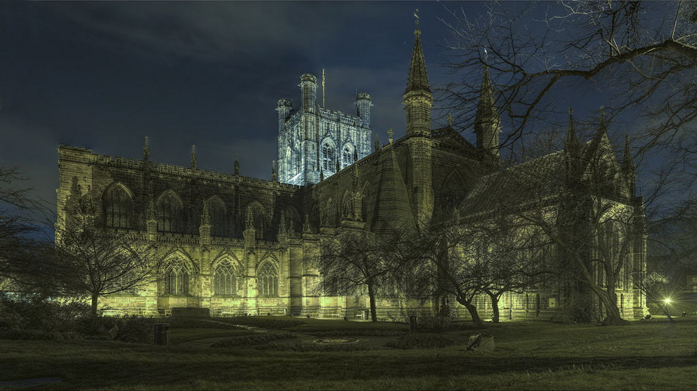 1024px-Chester_cathedral_at_night_edit10_resize.jpg