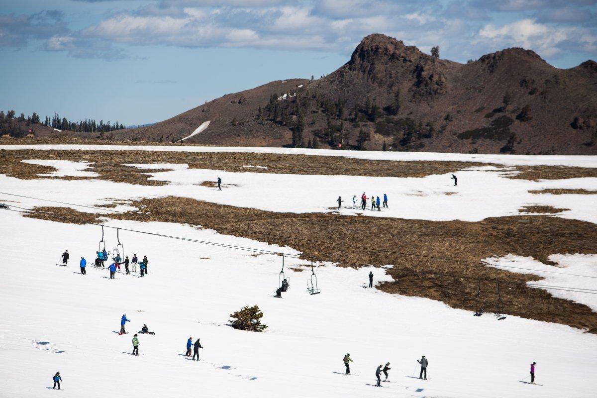 7. Горнолыжный курорт на озере Тахо — в этом сезоне выпало рекордно малое количество снега. Фото сде