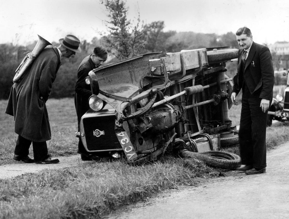 Автомобильные аварии в Лондоне и его окрестностях на фото 1-й половины 20 века (11)