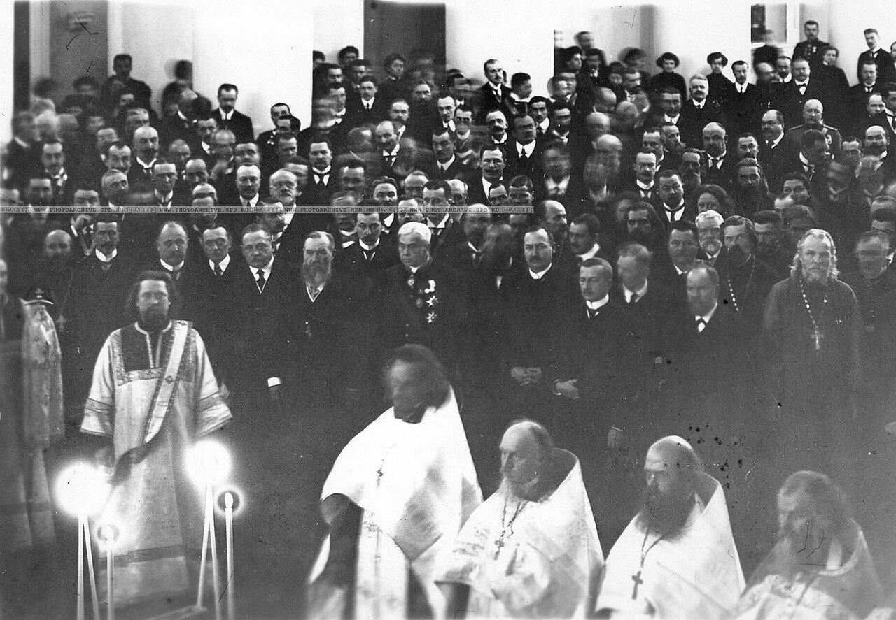 Молебен в Колонном зале Таврического дворца перед открытием Четвертой Государственной думы. 15 ноября 1912