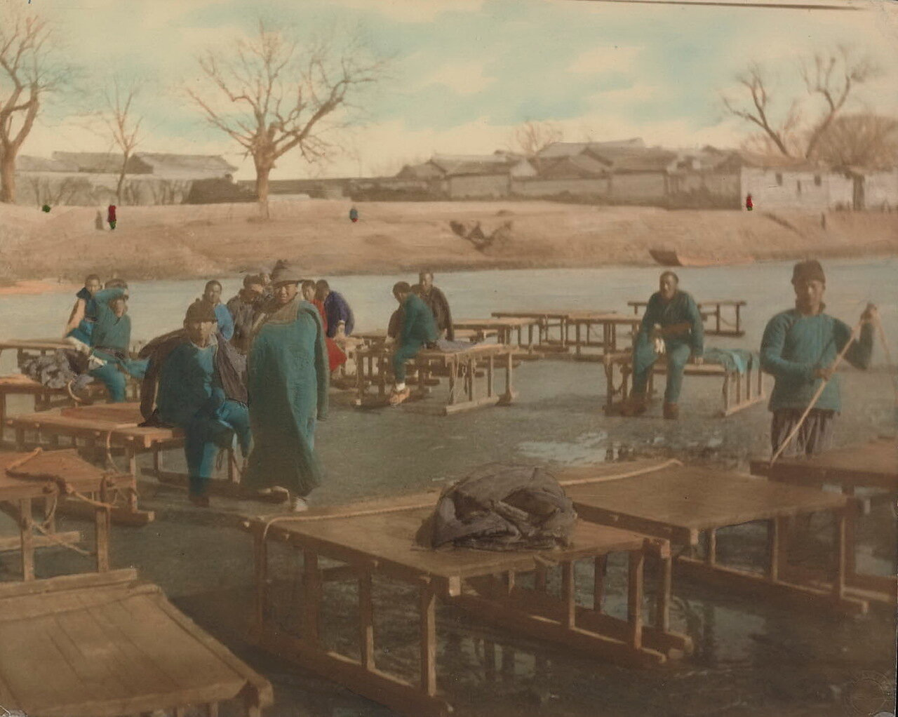 Носильщики с санями на замерзшем Большом канале