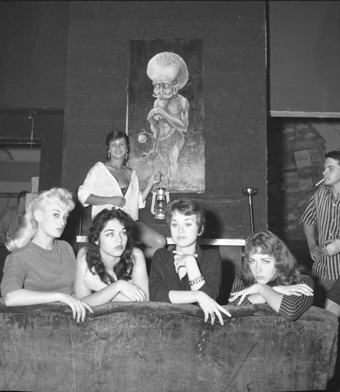 Miss Beatnik of 1959 contestants (Venice, California,1959).jpg