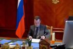 Медведев в кабинете.png