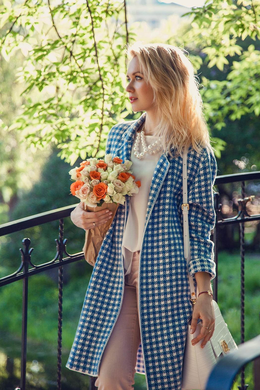 inspiration, streetstyle, spring outfit, moscow fashion week, annamidday, top fashion blogger, top russian fashion blogger, фэшн блогер, русский блогер, известный блогер, топовый блогер, russian bloger, top russian blogger, streetfashion, russian fashion blogger, blogger, fashion, style, fashionista, модный блогер, российский блогер, ТОП блогер, ootd, lookoftheday, look, популярный блогер, российский модный блогер, russian girl, с чем носить летнее пальто, как одеться весной, модные весенние аксессуары, pastel coat, пастельная одежда, с чем носить пастельную одежду, как сочетать пастельные цвета, pastel colors, pastel colors combination, pastel heels, blues heels, white coat, цветовые сочетания, как определить свой цветотип, stefanel, braccialini, braccialini Ibiza, клетка виши, vichi coat streetstyle, pastel coat streetstyle
